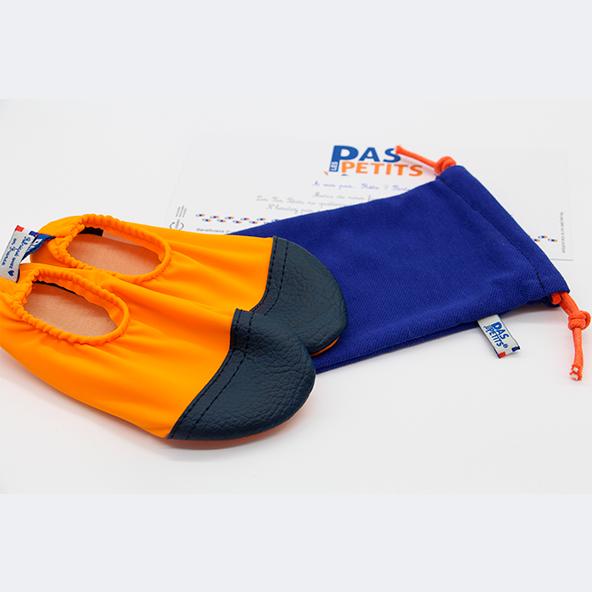 chausson et pochette textile