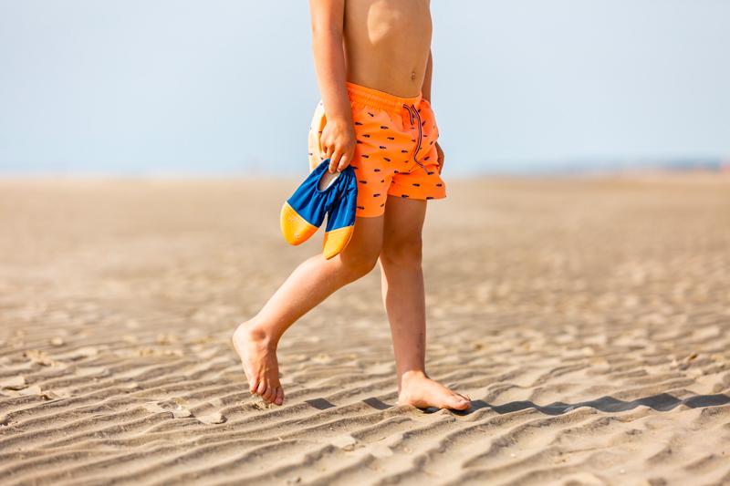 Pourquoi laisser les enfants marcher pieds nus